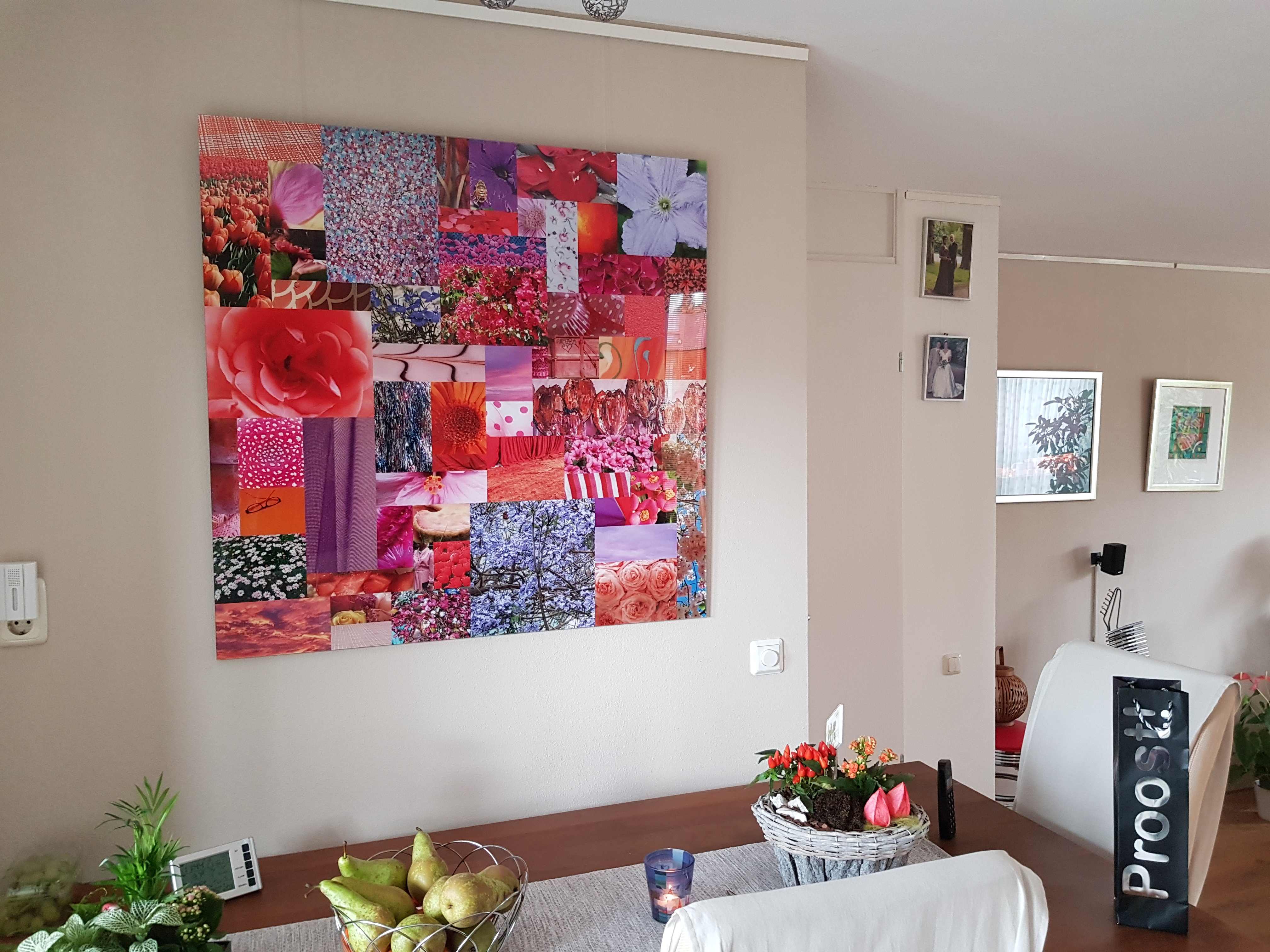 roze aan de muur